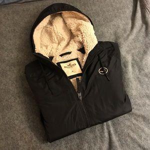 NWOT Hollister Sherpa-lined Windbreaker Jacket!